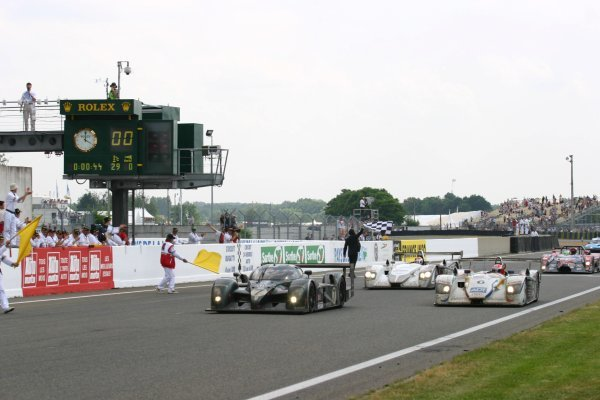 Tom Kristensen (DEN) / Rinaldo Capello (ITA) / Guy Smith (GBR) Bentley Speed 8 cross the line to take a historic 24 Hours win.Le Mans 24 Hours, Le Mans, France, 14-15 June 2003.DIGITAL IMAGE