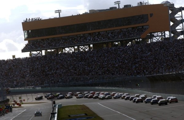 The start of the race. NASCAR Nextel Cup, Rd36, Homestead-Miami Speedway, Florida, USA, 20 November 2005. DIGITAL IMAGE