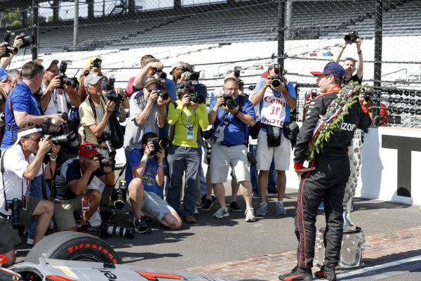 Winner Will Power, Team Penske Chevrolet, photographersWinner Will Power, Team Penske Chevrolet and team