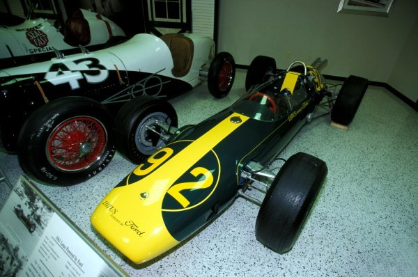 The Lotus 29 in which Jim Clark (GBR) competed and finished second behind Parnelli Jones (USA) in the 1963 Indianapolis 500. 1963 was the Indy 500 debut of Team Lotus and Jim Clark.Indianapolis Press Day, Indianapolis Motorspeedway Museum, Indiana, USA. 13 June 2000.