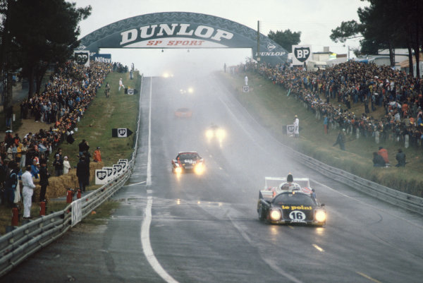 1980 Le Mans 24 Hours. Le Mans, France. 14th - 15th June 1980. Jean Rondeau / Jean-Pierre Jaussaud (Rondeau M379B Ford), 1st position, leads at the start, action.  World Copyright: LAT Photographic. Ref: 80LM02.