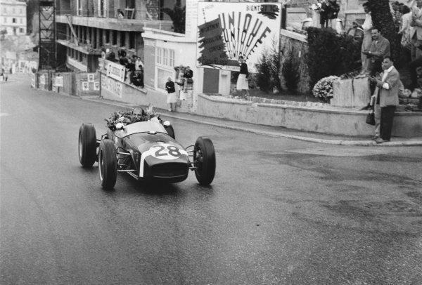 Monte Carlo, Monaco. 26-29 May 1960.Stirling Moss (Lotus 18-Climax), 1st position, celebrating victory, action.World Copyright: LAT Photographic.Ref: 29560J - 14.