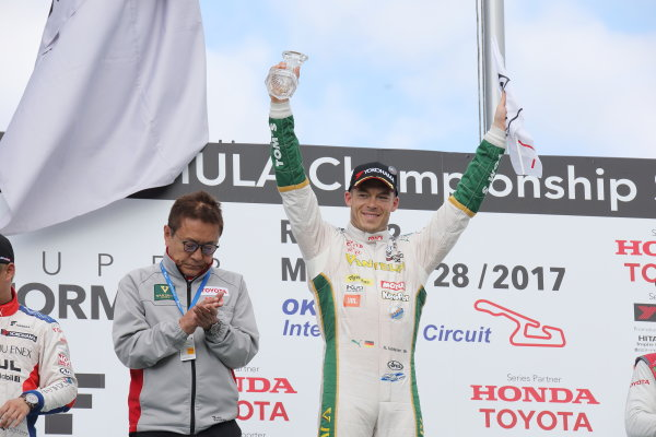 2017 Japanese Super Formula. Okayama, Japan. 27th - 28th May 2017. Rd 2. Race 1 Winner Andre Lotterer ( #36 VANTELIN KOWA TOM?S SF14 ) podium portrait World Copyright: Yasushi Ishihara / LAT Images. Ref: 2017SF_Rd2_Race1_007