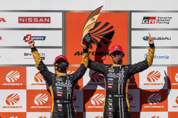 GT300 Winners Hiroki Katoh & Ryohei Sakaguchi, Advics muta Racing INGING & Cars Tokai Dreams28, Lotus Evora MC GT300, celebrate on the podium