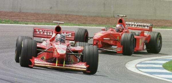 1998 Spanish Grand Prix.Catalunya, Barcelona, Spain.8-10 May 1998.Heinz-Harald Frentzen (Williams FW20 Mecachrome) leads Michael Schumacher (Ferrari F300).World Copyright - Steve Etherington/LAT Photographic