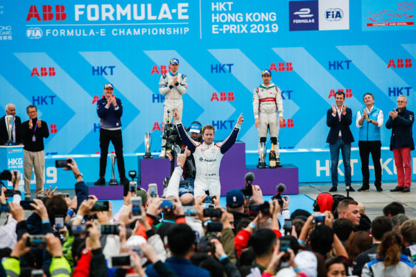 Race winner Sam Bird (GBR), Envision Virgin Racing celebrates in front of the fans and photographers on the podium