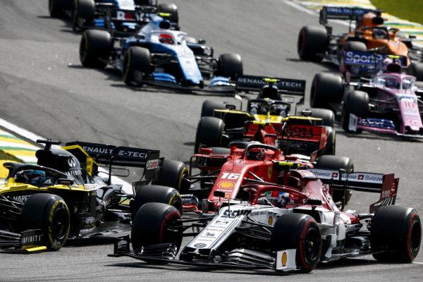 Daniel Ricciardo, Renault R.S.19, leads Antonio Giovinazzi, Alfa Romeo Racing C38, Charles Leclerc, Ferrari SF90, Nico Hulkenberg, Renault R.S. 19, Lance Stroll, Racing Point RP19, and the remainder of the field through the first corners