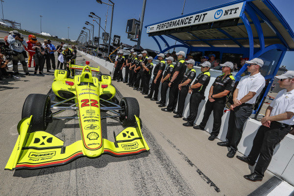 Simon Pagenaud, Team Penske Chevrolet celebrates winning the NTT P1 Award