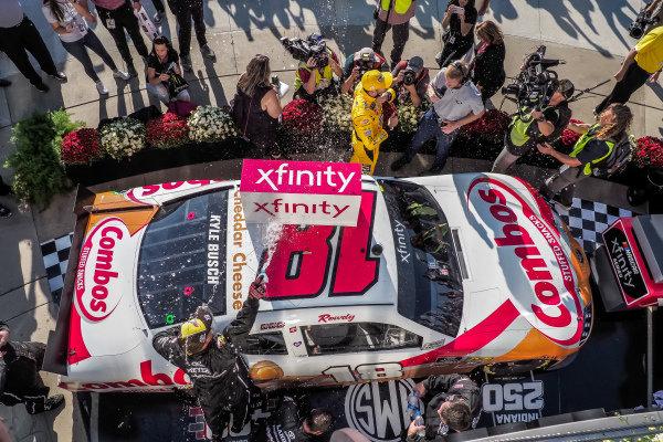 #18: Kyle Busch, Joe Gibbs Racing, Toyota Supra Combos in victory lane