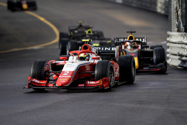 Oscar Piastri (AUS, Prema Racing), leads Liam Lawson (NZL, Hitech Grand Prix)