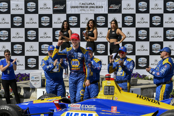 Alexander Rossi, Andretti Autosport Honda celebrates the win in Victory Lane