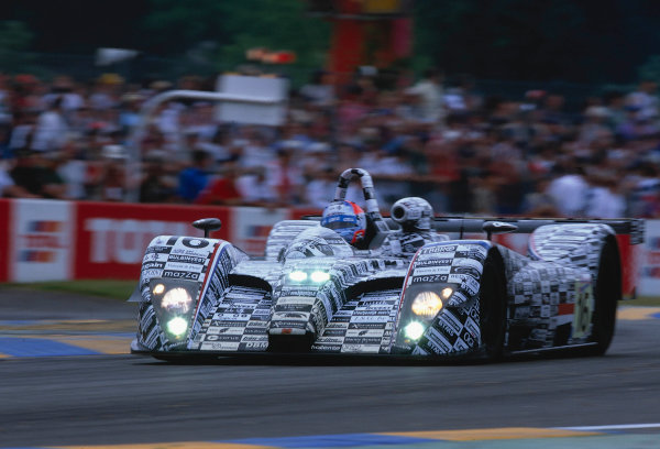 2002 Le Mans 24hr, La Sarthe, France, 15 -16 June 2002. Racing for Holland Dome S101 of Lammers, Coronel and Hillerbrand. 8th place finish on 351 laps. World Copyright: LAT Photographic Ref: 02LM47.