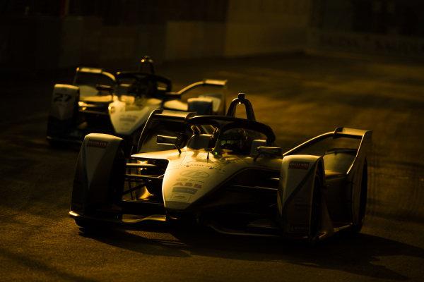Simona de Silvestro (CHE), Venturi Formula E, Venturi VFE05 leads Alexander Sims (GBR) BMW I Andretti Motorsports, BMW iFE.18