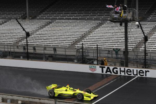 Simon Pagenaud, Team Penske Chevrolet takes the checkered flag