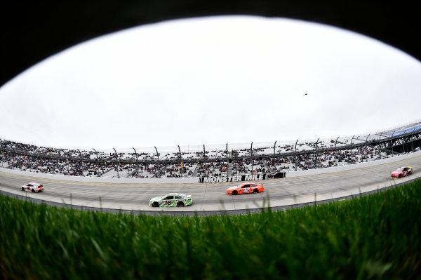 2-4 October, 2015, Dover, Delaware USA Kyle Busch, Interstate Batteries Toyota Camry (18), Josh Wise (32), Kurt Busch (41) ?2015, John Harrelson / LAT Photo USA