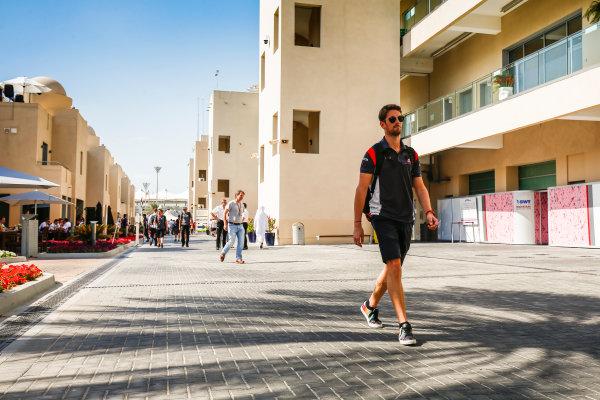Yas Marina Circuit, Abu Dhabi, United Arab Emirates. Saturday 25 November 2017. Romain Grosjean, Haas F1. World Copyright: Andy Hone/LAT Images  ref: Digital Image _ONY1053