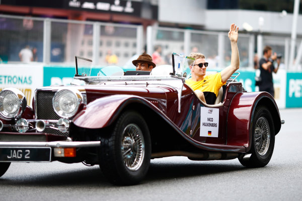 Sepang International Circuit, Sepang, Malaysia. Sunday 01 October 2017. Nico Hulkenberg, Renault, waves from a Panther J72 on the drivers' parade. World Copyright: Andy Hone/LAT Images  ref: Digital Image _ONZ0090