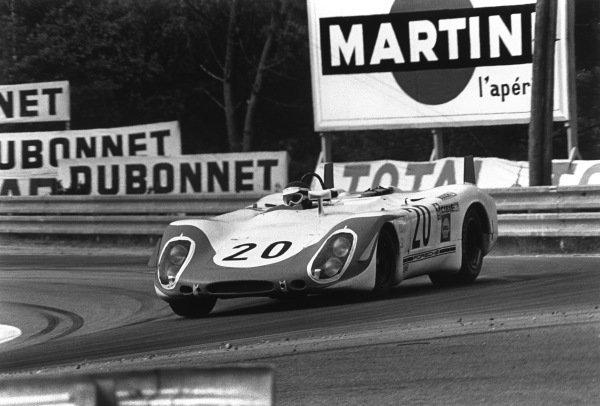 Le Mans, France. 14-15 June 1969.Jo Siffert/Brian Redman (Porsche 908), retired, action. World Copyright: LAT PhotographicRef: 2527 - 37A-38.