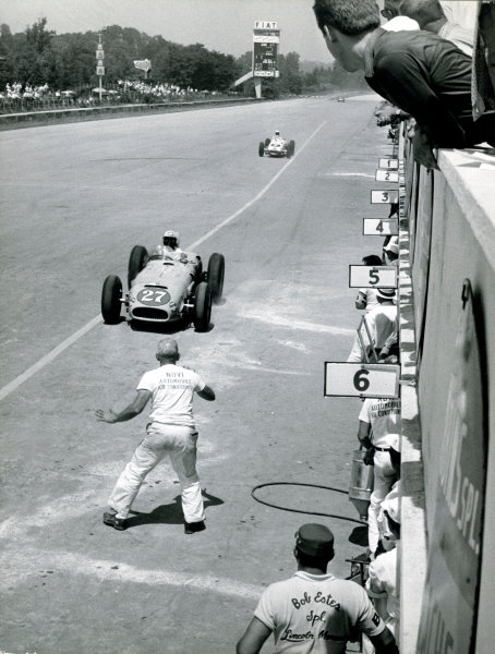 Monza, Italy.  Tony Bettenhausen pits with suspension trouble as Bob Veith also stops due to an exhaust pipe coming adrift. The race was also known as Monzanapolis, action. World Copyright: LAT Photographic. Ref: Autosport B/W Print Only