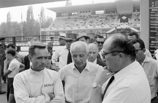 Phil Hill in conversation with Luigi Villoresi and Ferrari designer, Carlo Chiti.