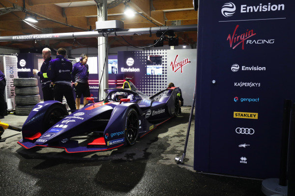 Sam Bird (GBR), Envision Virgin Racing sat in his Audi e-tron FE05 in the garage