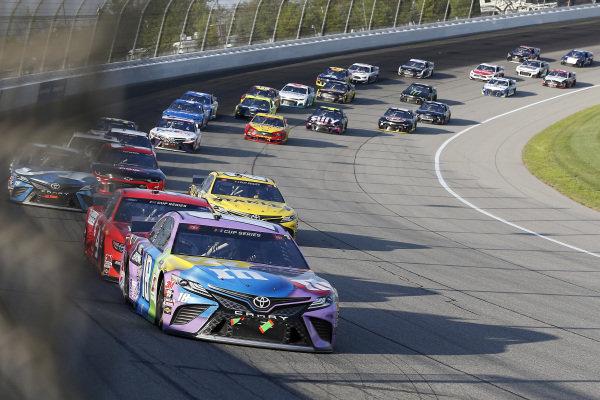 #18: Kyle Busch, Joe Gibbs Racing, Toyota Camry M&M's Fudge Brownie, #4: Kevin Harvick, Stewart-Haas Racing, Ford Mustang Busch Light Apple