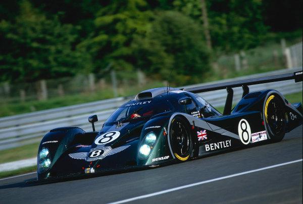 2002 Le Mans 24hr, La Sarthe, France, 15 -16 June 2002. Bentley EXP Speed 8 of Wallace, Leitzinger and van de Poele. 4th place finish on 362 laps. World Copyright: LAT Photographic Ref: 02LM39.