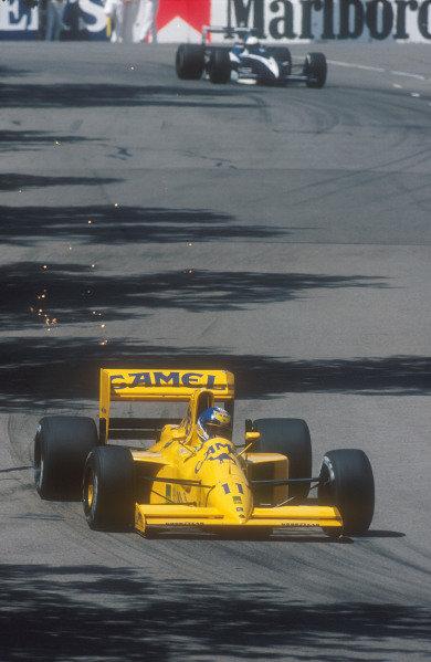 1990 Australian Grand Prix.Adelaide, Australia.2-4 November 1990.Derek Warwick (Lotus 102 Lamborghini). He exited the race when his gearbox jammed on lap 44.Ref-90 AUS 34.World Copyright - LAT Photographic
