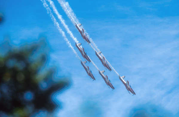 1990 Australian Grand Prix.Adelaide, Australia.2-4 November 1990.An aerobatic display team was also part of the 500th Grand Prix celebration.Ref-90 AUS 24.World Copyright - LAT Photographic