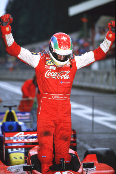 2001 F3000 ChampionshipSpa-Francorchamps, Belgium. 1st September 2001.Ricardo Sperafico (Petrobas Junior Team),scores his first win.World Copyright: Clive Rose/LAT Photographicref: 35mm Image A07