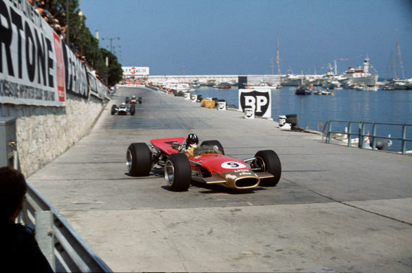 Monte Carlo, Monaco. 23-26 May 1968. Graham Hill (Lotus 49B Ford) 1st position at Tabac. Ref-68MON04. World Copyright - LAT Photographic