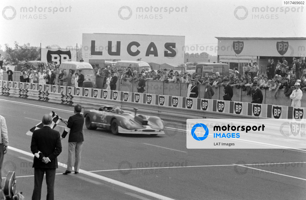 Herbert Linge / Jonathan Williams, Solar Productions, Porsche 908/02 (Camera car), crosses the line and takes the chequered flag.