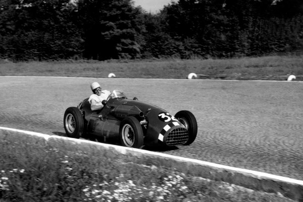 Monza, Italy. 7th September 1952. Stirling Moss (Connaught A-type-Lea-Francis), retired, action. World Copyright: LAT Photographic. Ref: 52/51 - 19A.