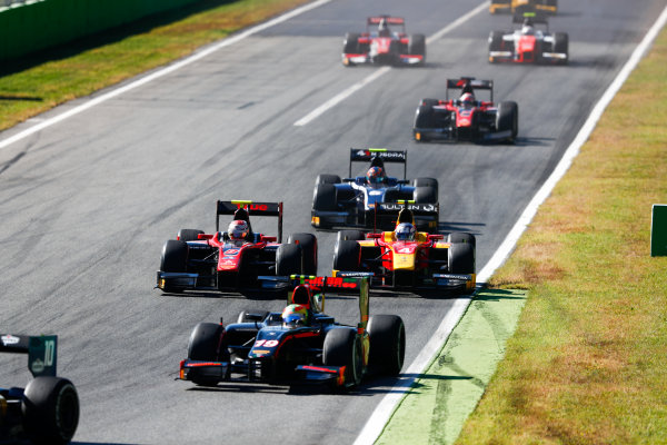 Autodromo Nazionale di Monza, Italy. Sunday 3 September 2017 Roberto Merhi (ESP, Rapax). leads Alexander Albon (THA, ART Grand Prix). from Gustav Malja (SWE, Racing Engineering).  Photo: Bloxham/FIA Formula 2 ref: Digital Image _W6I4718
