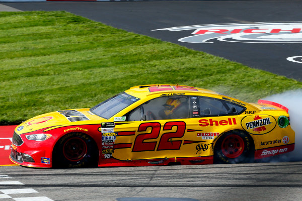 Monster Energy NASCAR Cup Series Toyota Owners 400 Richmond International Raceway, Richmond, VA USA Sunday 30 April 2017 Joey Logano, Team Penske, Shell Pennzoil Ford Fusion celebrates his win with a burnout World Copyright: Russell LaBounty LAT Images ref: Digital Image 17RIC1Jrl_6986