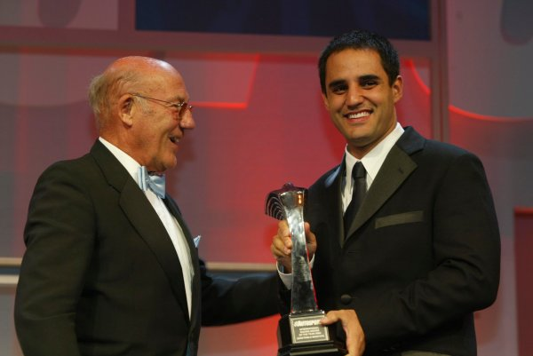 2003 AUTOSPORT AWARDS, The Grosvenor, London. 7th December 2003.Juan Pablo Montoya accepts the Trophy for International driver from Stirling Moss.Photo: Peter Spinney/LAT PhotographicRef: Digital Image only