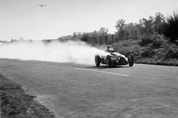 1951 Italian Grand Prix.Monza, Italy. 16 September 1951.Giuseppe Farina (Alfa Romeo 159) retires. Ref-51/57 #10A.World Copyright - LAT Photographic