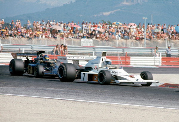 1973 French Grand Prix.Paul Ricard, Le Castellet, France. 1 July 1973.Denny Hulme (McLaren M23-Ford) leads Ronnie Peterson (Lotus 72-Ford).World Copyright: LAT Photographicref: 35mm Transparency Image