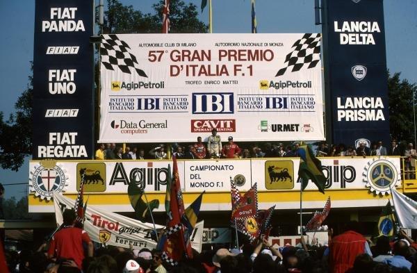Winner Nelson Piquet (BRA) Williams FW11 (C) with Nigel Mansell (GBR) Williams FW11, 2nd place (L) and Stefan Johansson (SWE) Ferrari F186 (R)  Italian Grand Prix, Monza, 7 September 1986