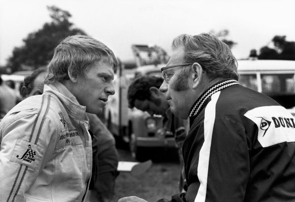 1972 International Gold Cup. Oulton Park, England. 16th September, 1972. Roger Williamson talks with team boss Tom Wheatcroft. ref: B/W Print