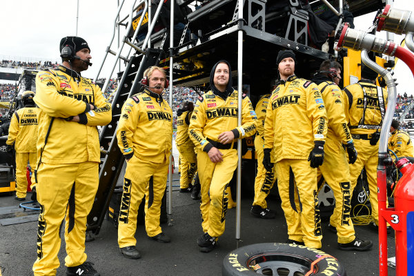 Monster Energy NASCAR Cup Series First Data 500 Martinsville Speedway, Martinsville VA USA Sunday 29 October 2017 Matt Kenseth, Joe Gibbs Racing, DEWALT Flexvolt Toyota Camry crew World Copyright: Scott R LePage LAT Images ref: Digital Image lepage-171029-mart-8342