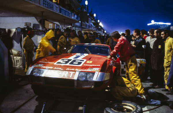 Pit stop for Lucien Guitteny / Bob Grossmann, North American Racing Team, Ferrari 365 GTB/4 Daytona.