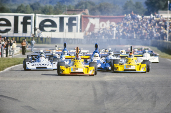 Jean-Pierre Jabouille, Elf 2J Renault/Gordini, leads the field at the start.