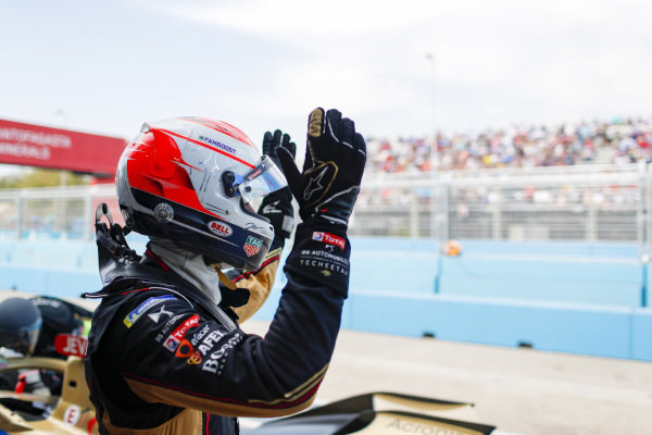 Jean-Eric Vergne (FRA), DS Techeetah, DS E-Tense FE20, waves to the crowd after retiring