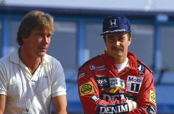 1986 Mexican Grand Prix Mexico City, Mexico 10-12 October 1986 Former Formula One World Champion James Hunt with Nigel Mansell (Williams Honda).Ref-86 MEX 04 World Copyright - LAT Photographic