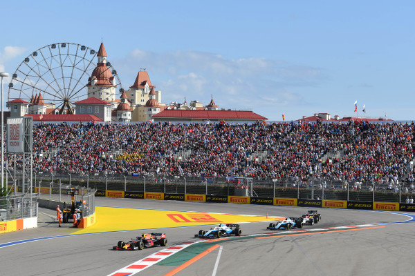 Alexander Albon, Red Bull RB15, leads George Russell, Williams Racing FW42, Robert Kubica, Williams FW42, Kimi Raikkonen, Alfa Romeo Racing C38, and Daniel Ricciardo, Renault R.S.19