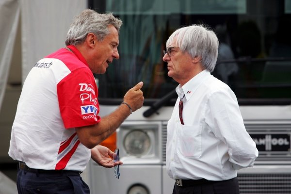 (L to R): Jean Paul Driot (FRA) DAMS Boss talks with Bernie Ecclestone (GBR) F1 Supremo 