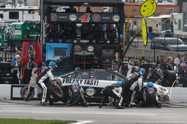 2017 Monster Energy NASCAR Cup Series - Fold of Honor QuikTrip 500 Atlanta Motor Speedway, Hampton, GA USA Sunday 5 March 2017 Kevin Harvick pit stop World Copyright: Lesley Ann Miller/LAT Images ref: Digital Image lam_170305ATL8199