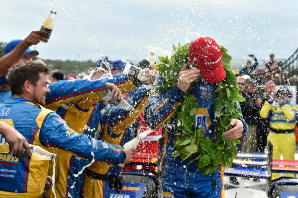 Verizon IndyCar Series IndyCar Grand Prix at the Glen Watkins Glen International, Watkins Glen, NY USA Sunday 3 September 2017 Alexander Rossi, Curb Andretti Herta Autosport with Curb-Agajanian Honda celebrates the win with team in victory lane. World Copyright: Scott R LePage LAT Images ref: Digital Image lepage-170903-wg-7865