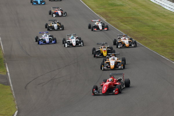2017 Japanese Formula 3 Championship Sugo, Japan. 23rd - 24th September 2017. Rd 19 & 20. Rd 20 Start of the race action World Copyright: Yasushi Ishihara / LAT Images. Ref: 2017_JF3_R19&20_014